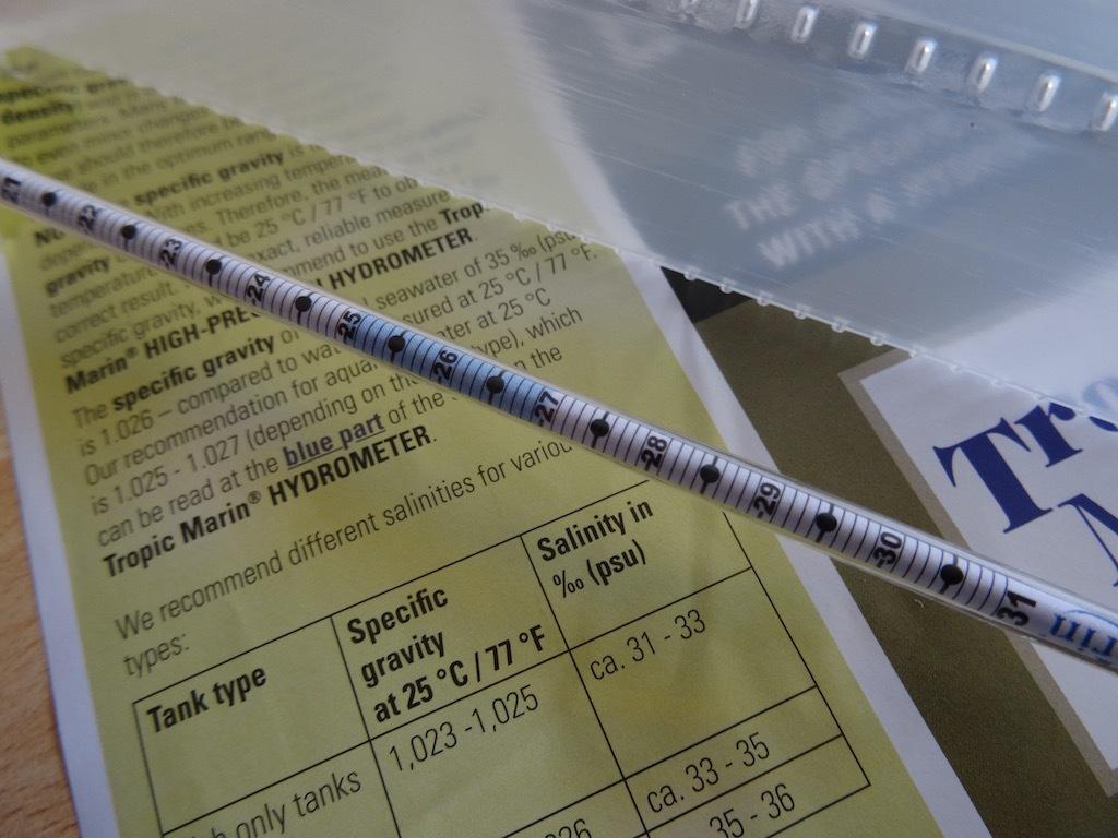 tropic-marin-kit-cylindre-de-mesure-hydrometre-img08.jpg